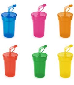 bicchiere con cannuccia per bambini